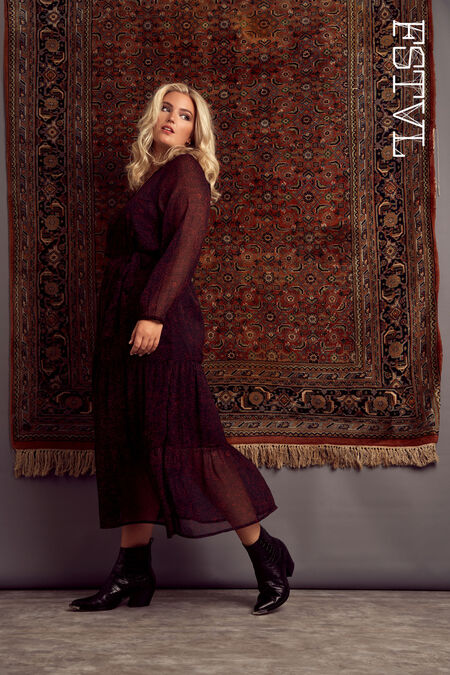 Langes Kleid mit halbdurchsichtigen Ärmeln
