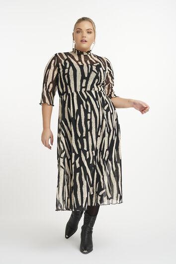 Kleid aus halb durchsichtigem Stoff