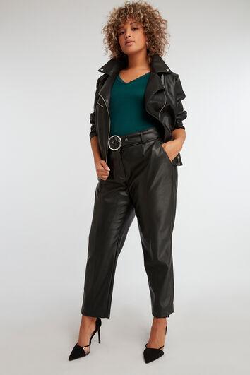 Hose aus PU-Leder mit Gürtel