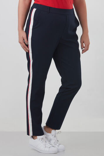 Hose mit sportlichem Streifen