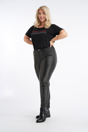 Beschichtete Slim-Leg Hose mit Nieten