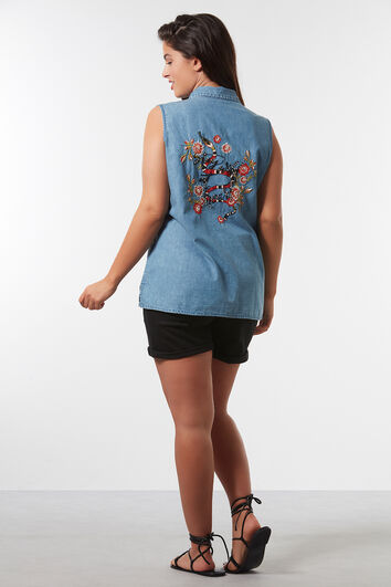 Ärmellose Jeans-Bluse mit Stickerei