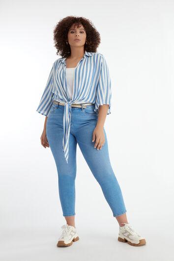 Jeans mit Gürtel