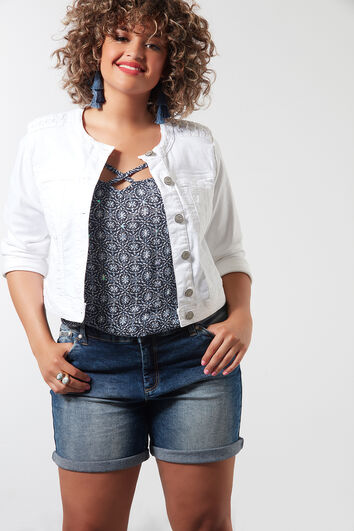 Kurze Jeansjacke mit rundem Ausschnitt