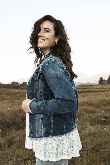 Jeansjacke mit Ziernieten